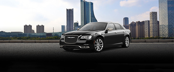 O Chrysler 300C é um sedan grande, que oferece um pacote exclusivo de equipamentos.